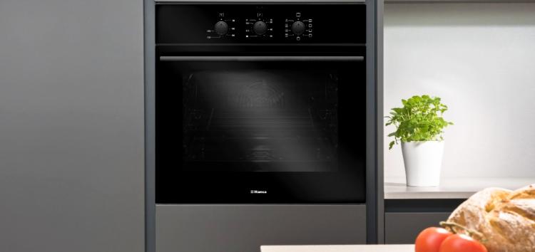 В моде минимализм: подробности о новых духовках Hansa Black & White